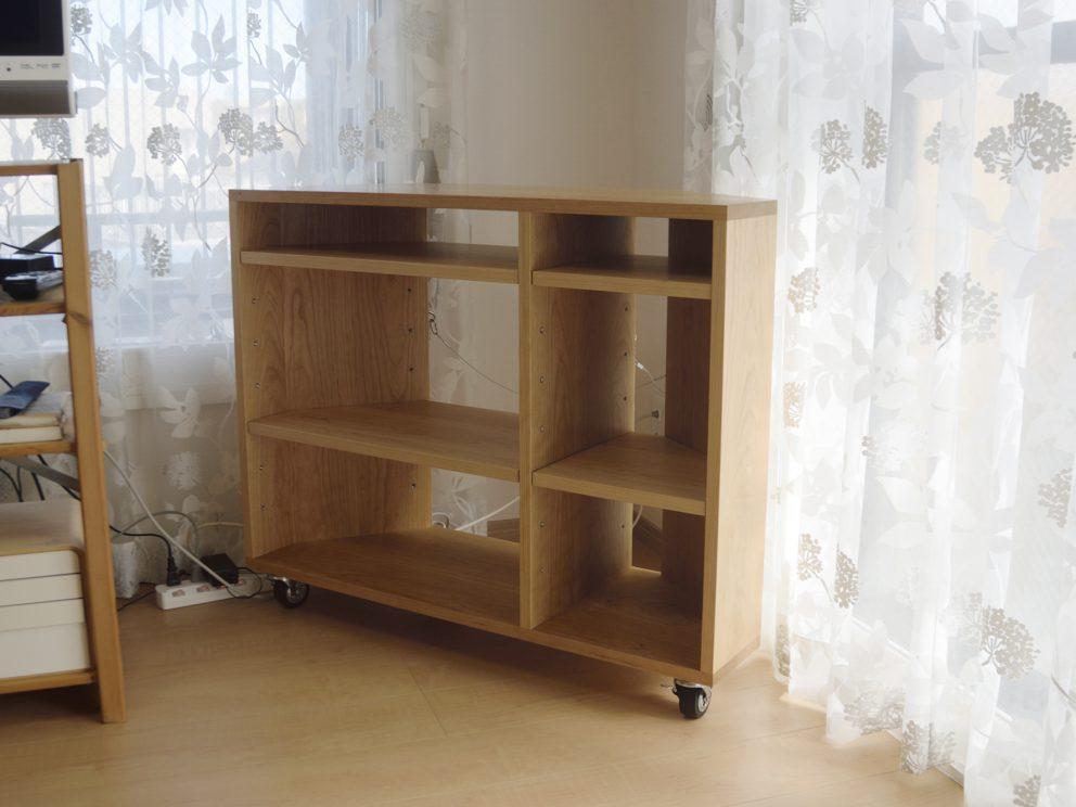 台形のTANAテレビボード