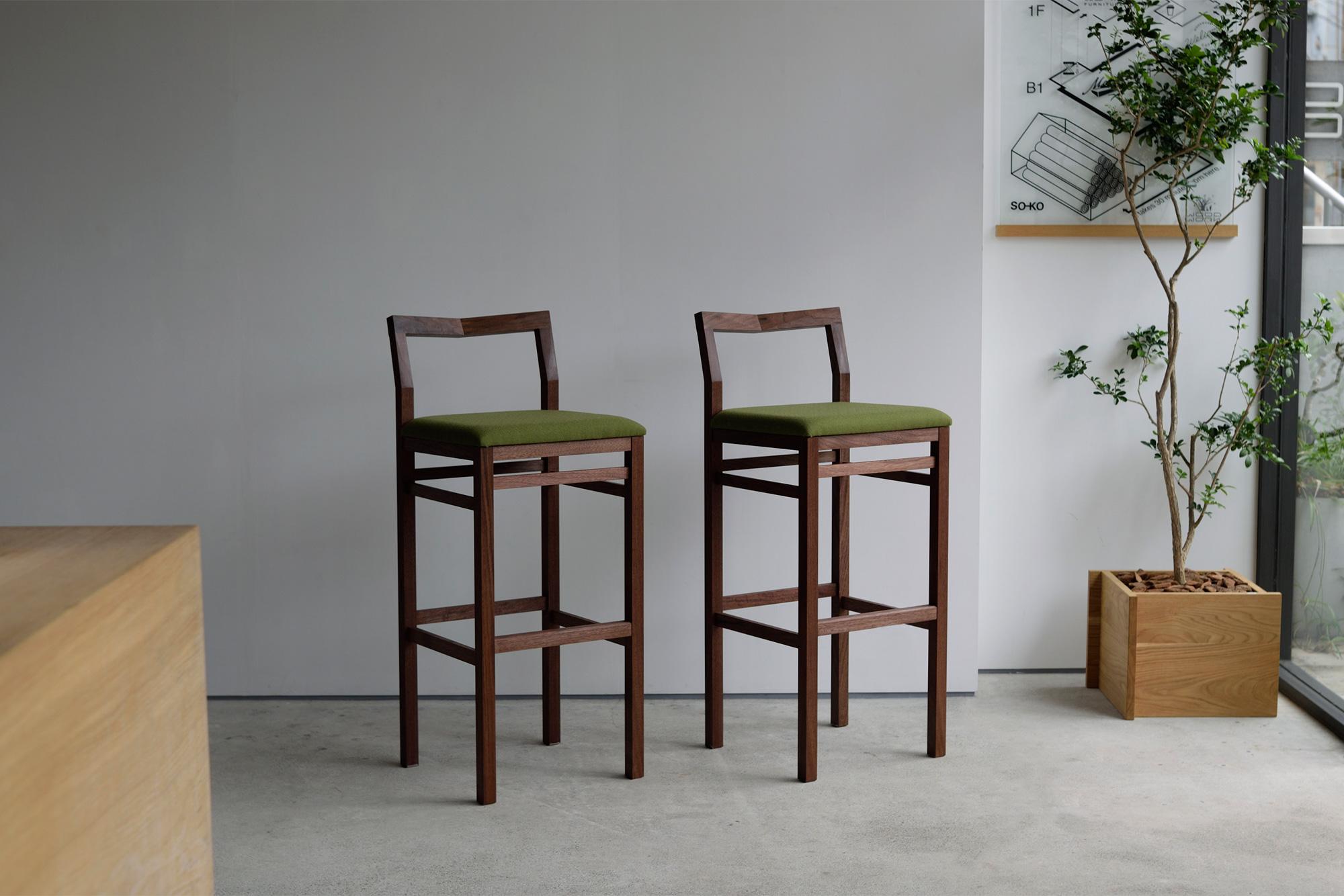 ハイタイプ・ピコチェア (ウォールナット材+グリーン座面)