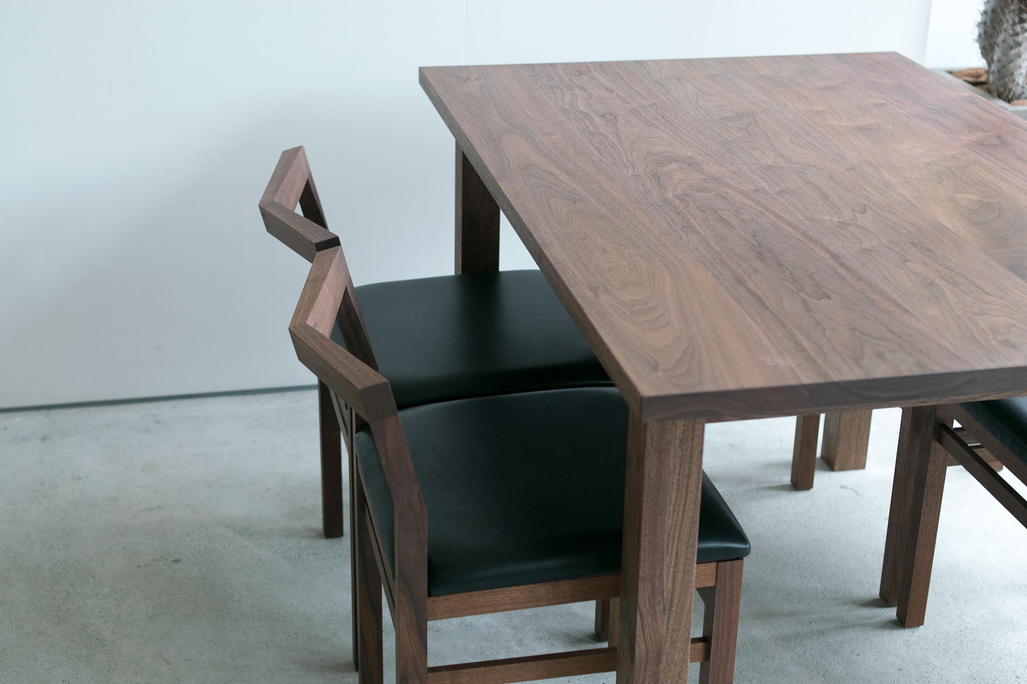 スタンダードテーブルとピコチェア