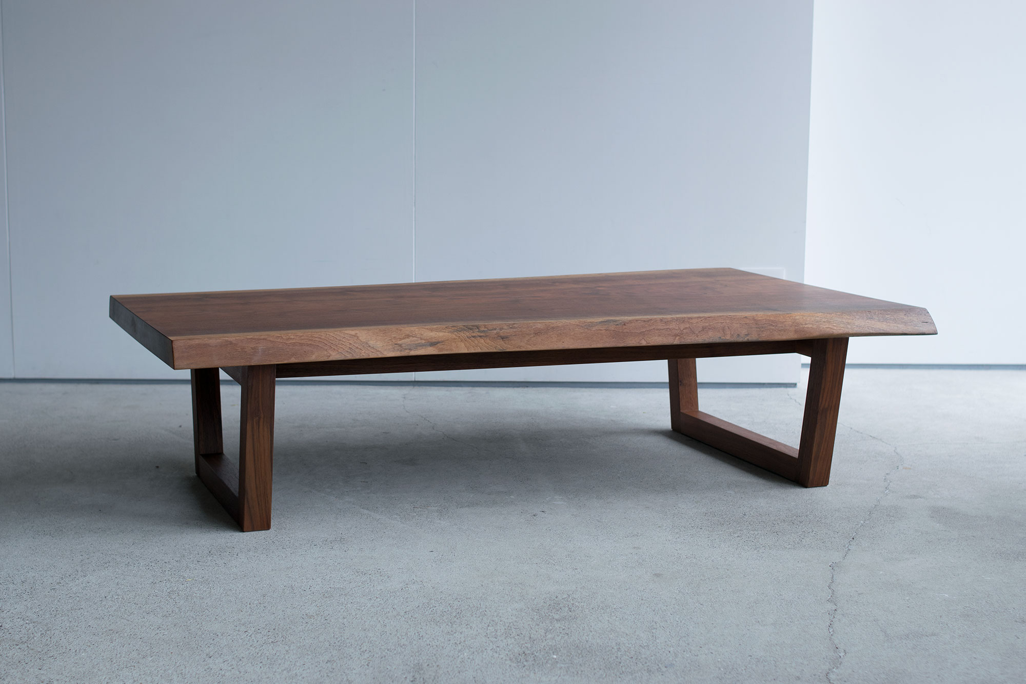 ウォールナット材一枚板天板ローテーブル