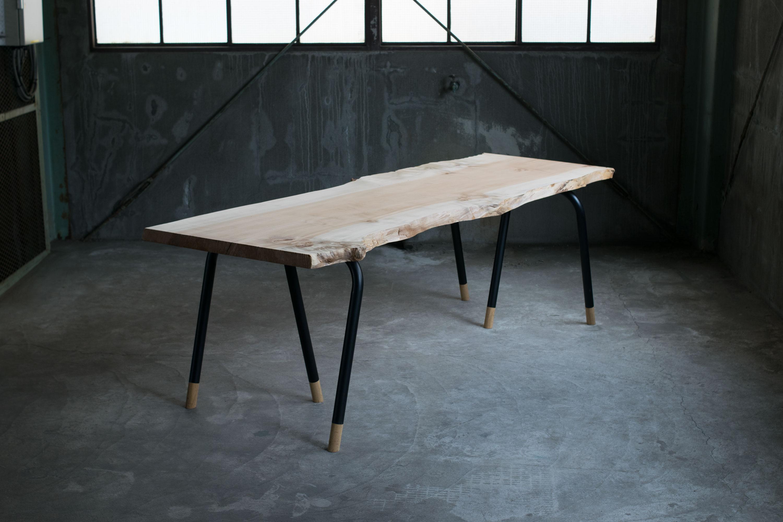 トチ(栃)一枚板天板+スチールパイプレッグス