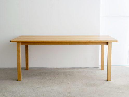 角が特徴のスタンダードテーブル