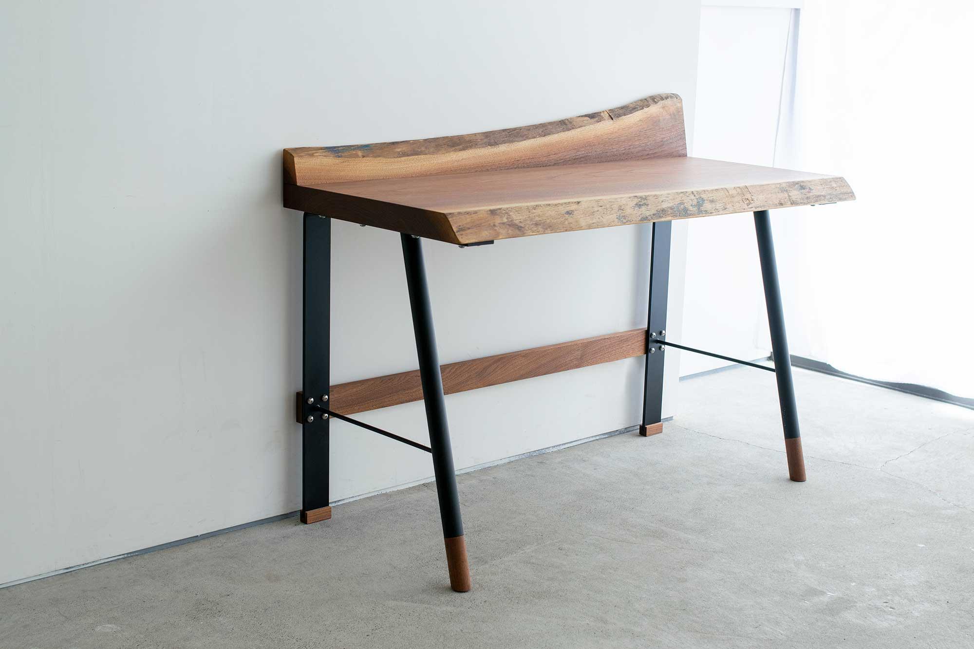 pipelate legsとウォールナット無垢一枚板天板