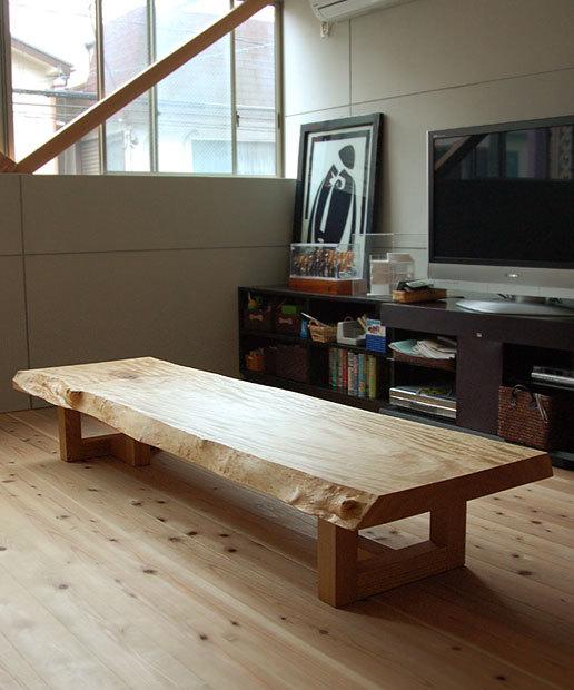 トチ一枚板天板、Tタイプレッグスを合わせたローテーブル、ご納品の様子です